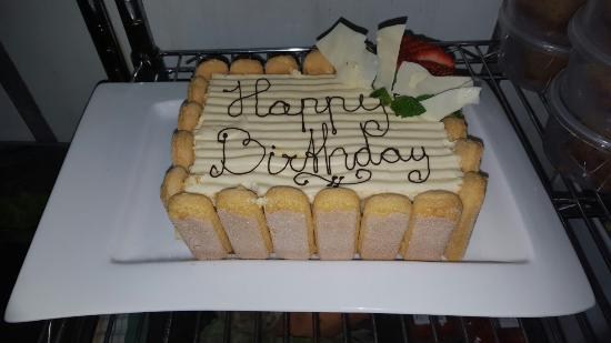 Gold Coast (Altın Sahil), Avustralya: Specialty made birthday cake made by Chef Jasper, for one of our happy customers