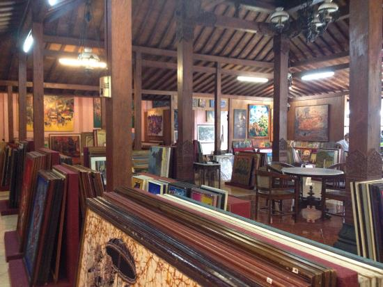 Imam Gallery