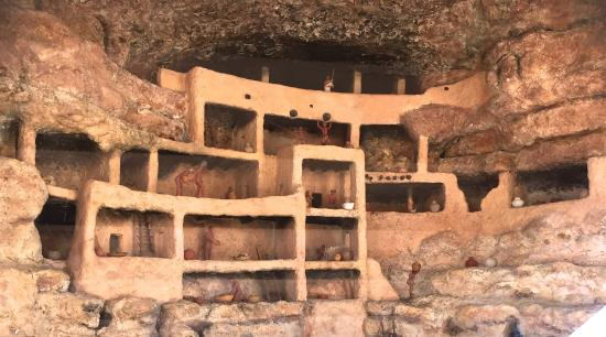 Camp Verde, AZ : Cut-away view of cliff dwelling interior. Trail hut has a recorded explanation.