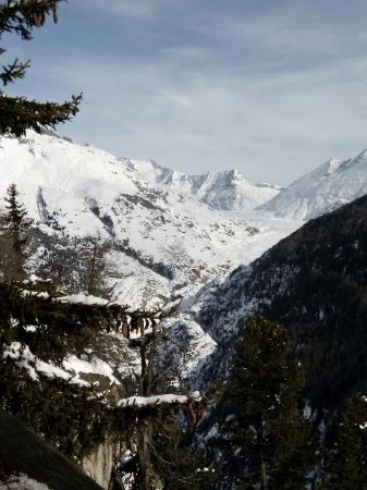 Hotel Belalp: Hiking up from Blatten