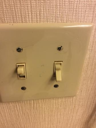 Country Inn & Suites By Carlson, Atlanta Downtown South at Turner Field: All light switches discussing