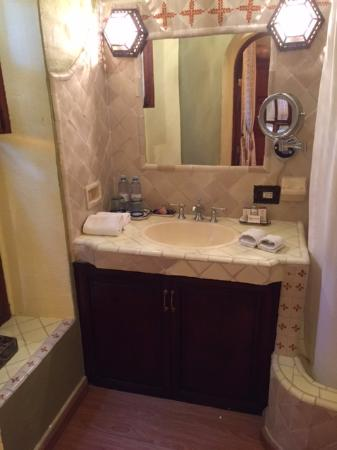 Belmond Casa de Sierra Nevada: Vanity area in our room.