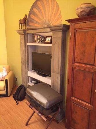 Belmond Casa de Sierra Nevada: TV and room design. No storage for clothes.