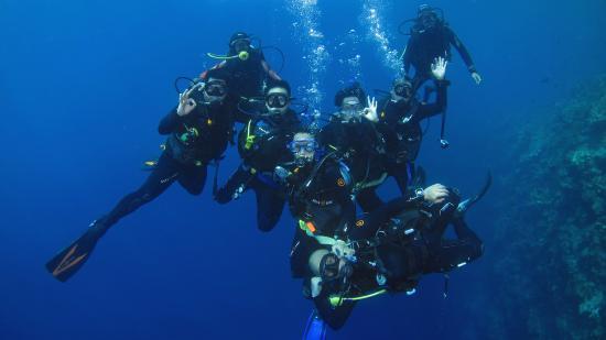 Gorontalo, Indonesien: Group photo by Mr. Rantje