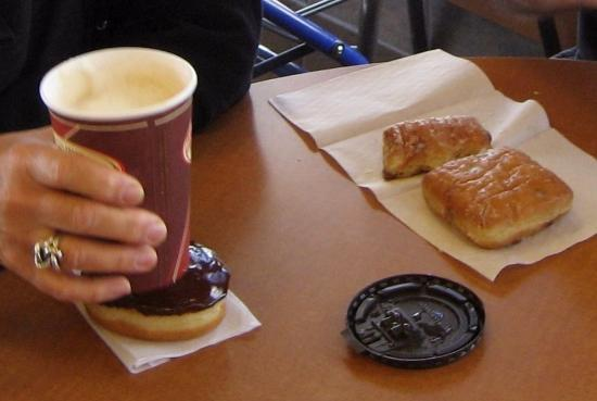 Orangeville, Kanada: Wonderful coffee, Boston Cream and Dutch Donut