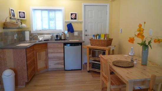 Shore Line B&B: Full Kitchen Patio Suite