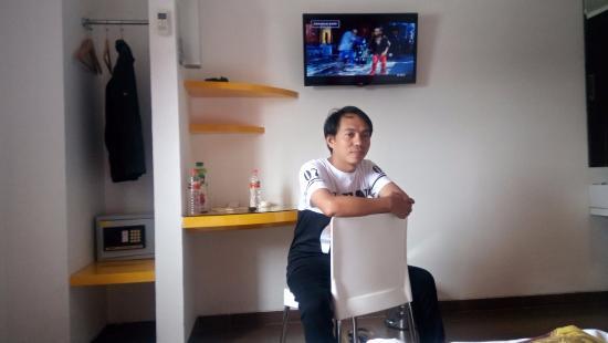 Amaris Hotel Panakkukang - Makassar: Sedang bersantai di kamar