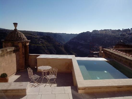 Stanza con terrazzo e piscina privata picture of palazzo gattini