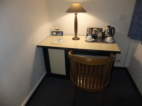 BEST WESTERN Hotel Le Paris: desk (room No. 217)