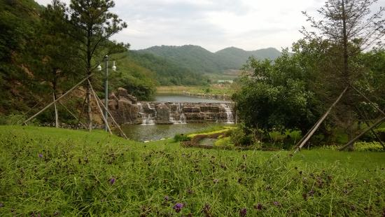 Dalian West Forest Park: small waterfall