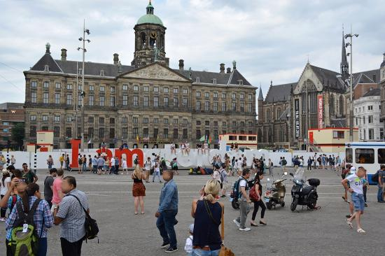 place-du-dam-amsterdam