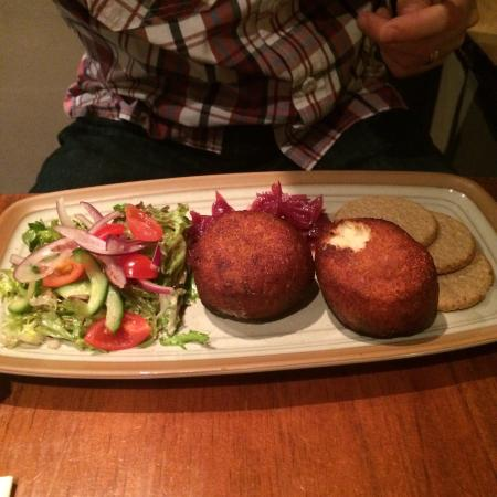 Luss, UK: Fish cake starter and haddock main