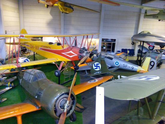 Vantaa, Finland: Свастика не означает принадлежности к фашистской Германии - это Финские ВВС