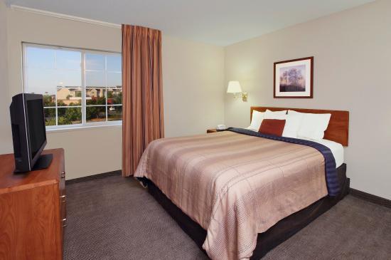 Rogers, AR: Queen One Bedroom Suite