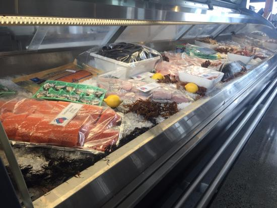 Queenscliff, Αυστραλία: All the beautiful fresh seafood available to take home or eat in the restaurant, delicious
