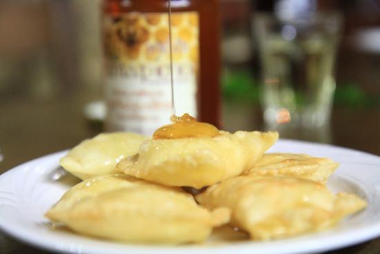 Kaliviani, اليونان: Kalitsunia with local honey