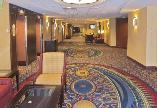 Marlborough, MA: Banquet Foyer