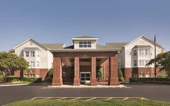 Homewood Suites by Hilton Charlotte Airport: Hotel Exterior