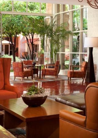Tempe Mission Palms: tempe_lobby_seatingarea
