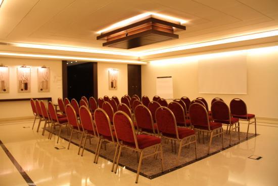 Markazia Suites: Al Maha Meeting Room