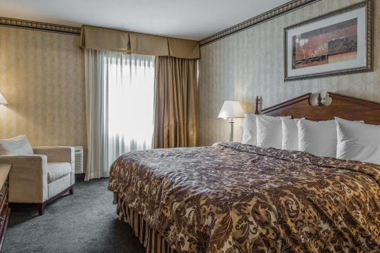 Plainfield, CT: Guest Room