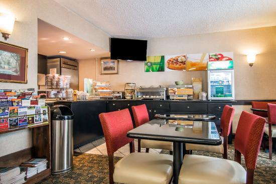 Quality Inn Savannah Historic District : Breakfast