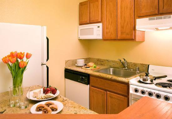 Hawthorne, CA: Suite Kitchen