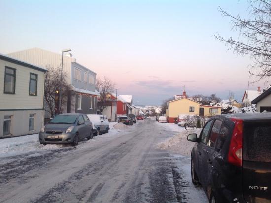 Edda's Farmhouse in Town: The road