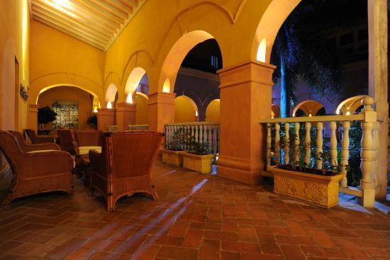 Charleston Cartagena Hotel Santa Teresa: Colonial Courtyard