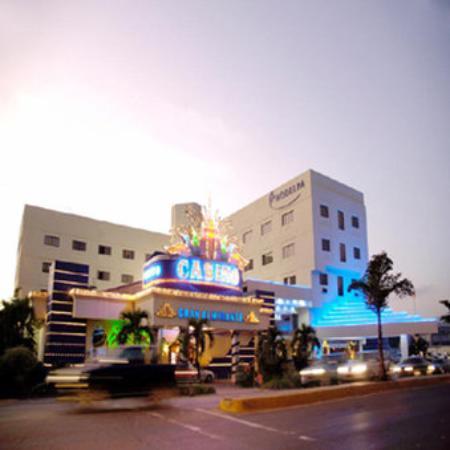 Hodelpa Gran Almirante Hotel & Casino: EXTERIOR VIEW