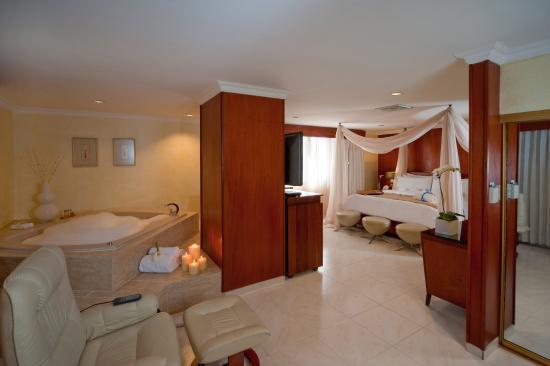 Hodelpa Gran Almirante Hotel & Casino: Honeymoon Suite Imperial
