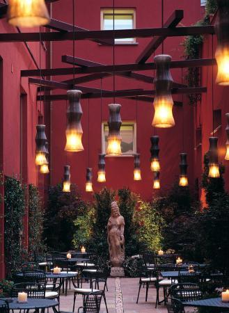 Enterprise Hotel: Garden