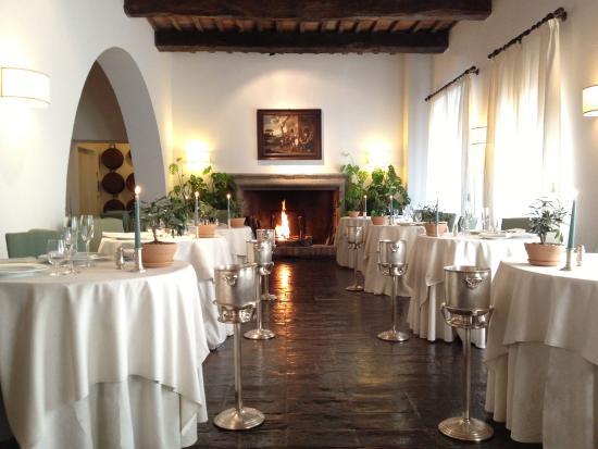 Torgiano, Italien: Restaurant Le Melograne