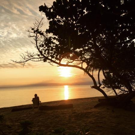 Miller's Landing Resort: Sunrise from the beach
