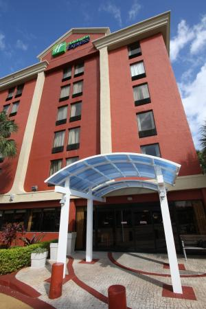 Miami Springs, FL: Welcome to the Holiday Inn Express Miami Airport entrance