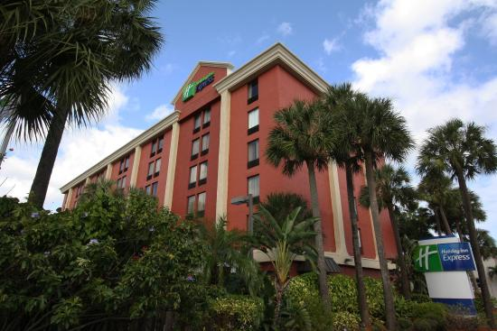 Miami Springs, FL: Holiday Inn Express Miami Airport Entrance near Miami Airport
