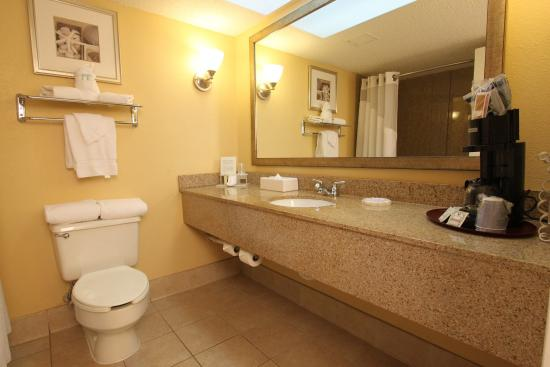 Miami Springs, FL: Holiday Inn Express Miami Airport Private Spacious Guest Bathroom