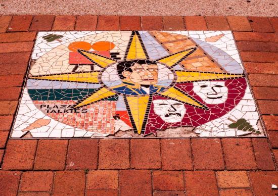 Mornington, Australië: Mosaic along the walkway