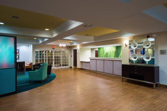 SpringHill Suites Williamsburg: Lobby