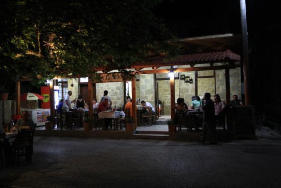Kaliviani, Yunani: Exterior night