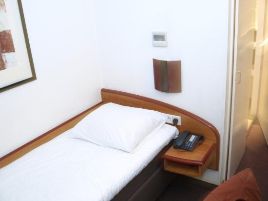 Great Avenue Hotel: Smallest Hotel Bed On Earth