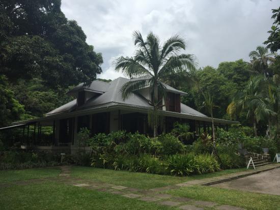 Wyspa Mahe, Seszele: Ресторан La Plaine St.Andre на территории завода рома