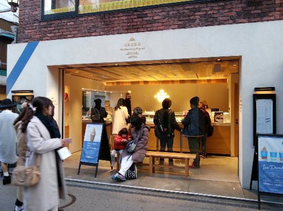 Kamakura Komachidori : チョコのマカロンおいしいよ。