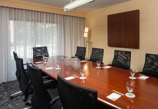 Вуд-Дейл, Илинойс: Boardroom