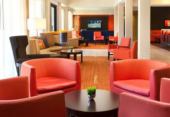 San Bruno, CA: Lobby Seating Area