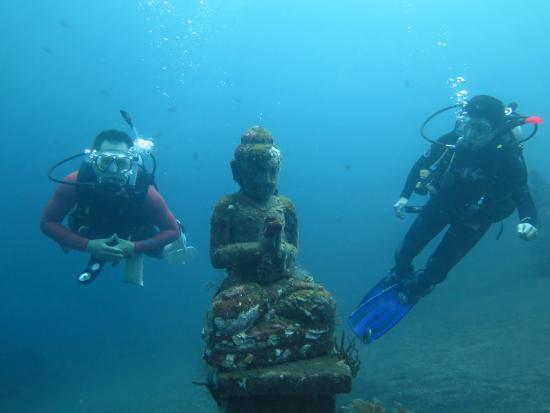 Tulamben, Indonesia: Praying Underwater