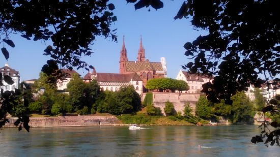 Notre-Dame de Bâle : Вид на Мюнстер с противоположного берега Рейна