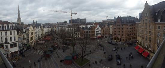 Left you can see the Grand Place structure.. and other shopping and restaurants below