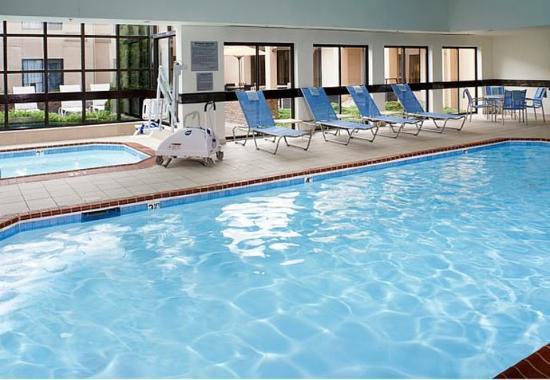 Auburn Hills, MI: Indoor Pool & Whirlpool