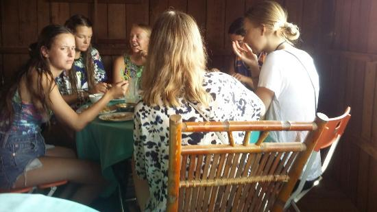 Banlung, Kamboçya: Breakfast with friends